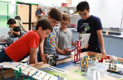 Cal students coach Ecole Bilingue robotics students